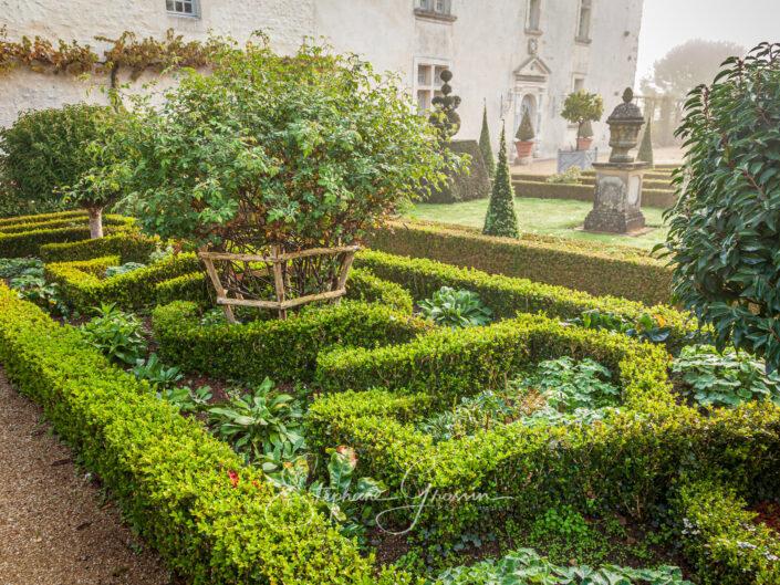 Le jardin du bâtiment à Thiré en Vendée est un jardin qui a été créé de toutes pièces. Le logis central, entièrement rénové est du XVIIe siècle.